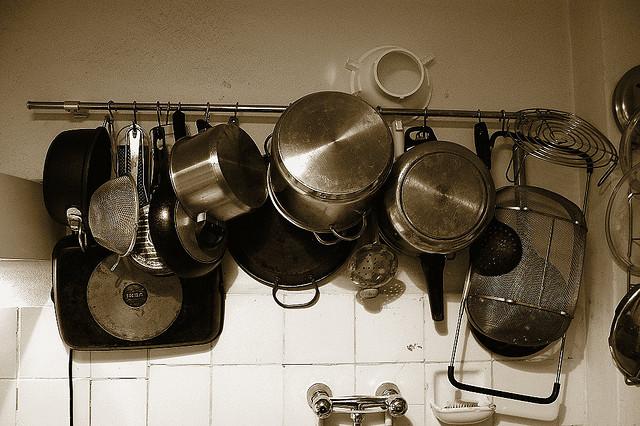Actitud sostenible en la cocina con cambios y productos ecológicos